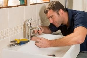sink-faucet-repair-tips_84469068.s300x300